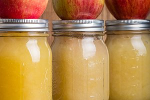 Jars of applesauce and apples
