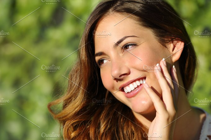 Beauty woman with a perfect smile and white tooth.jpg - Beauty & Fashion