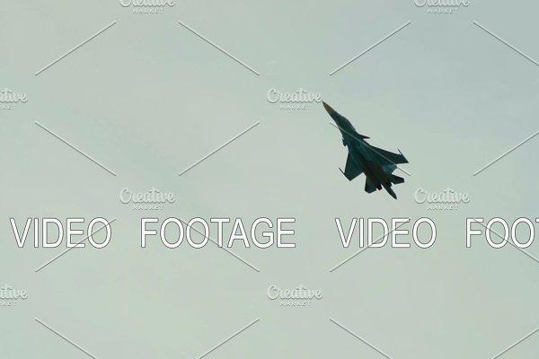 Fighter jet flight