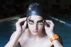 swimmer adjusting his goggles