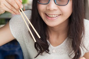woman eat noodles.
