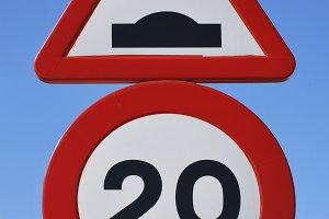 Speed bump sign