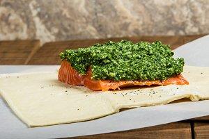 Salmon fillet with kale pesto