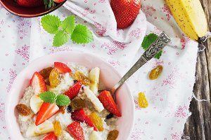oatmeal and fresh fruit