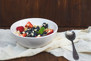 A bowl of oat porridge with berries