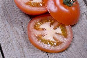 sliced organic tomato