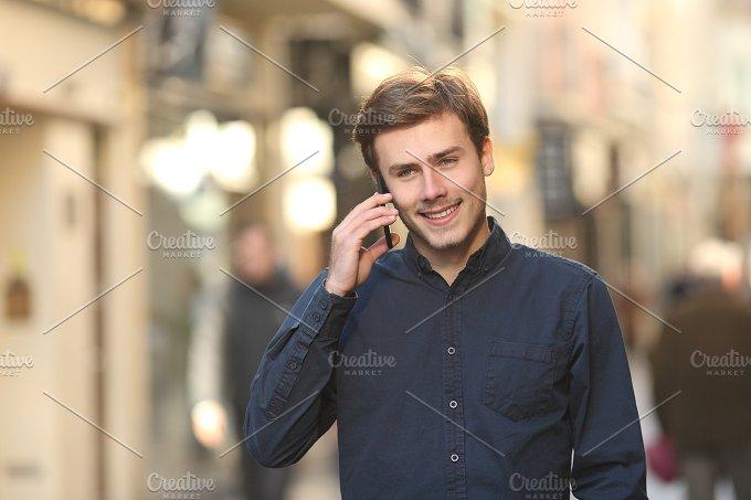 Man calling on the phone walking on the street.jpg - Technology