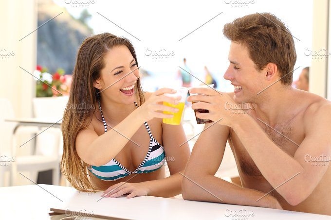 Friends toasting in summer vacation.jpg - People