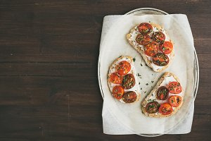 Ricotta and cherry tomato sandwiches