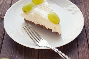 Yoghurt cake with grape