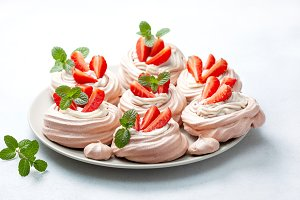 pavlova cake with strawberries