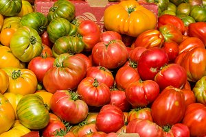 Heirloom tomatoes at the market