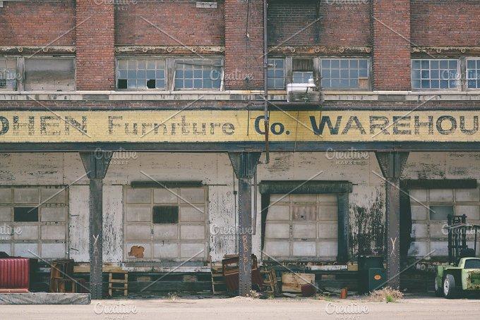 3Lines_FurnitureBuilding.jpg - Architecture