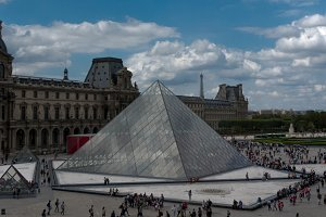Pyramid, Louvre, Paris (4 photos)