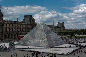 Pyramid, Louvre, Paris (4 photos)