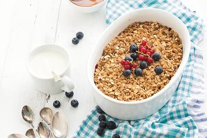 Oat granola berry crumble