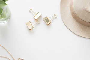 Tulips, Fedora and Gold Accessories