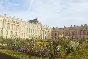 Chateau de versailles with garden