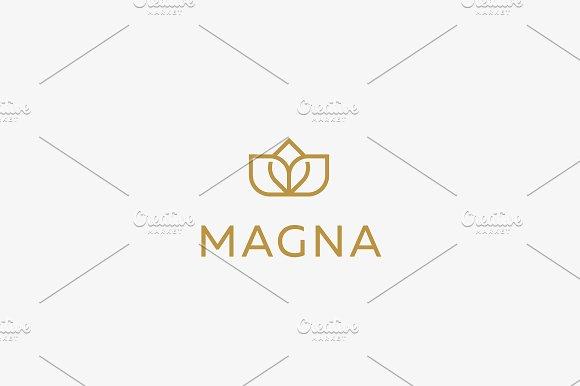 Elegant premium flower crown logo.