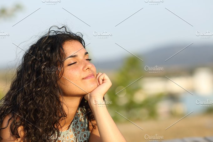 Woman relaxing in a warmth park.jpg - Beauty & Fashion