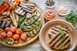 Grilled vegetables with beef steak