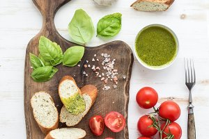 Pesto sauce, bread and tomatoes