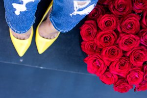 The red roses and female legs