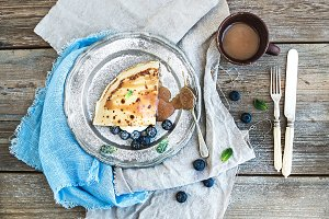 Crepe with blueberry & salty caramel