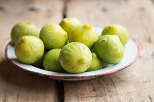 Figs on a dish.jpg