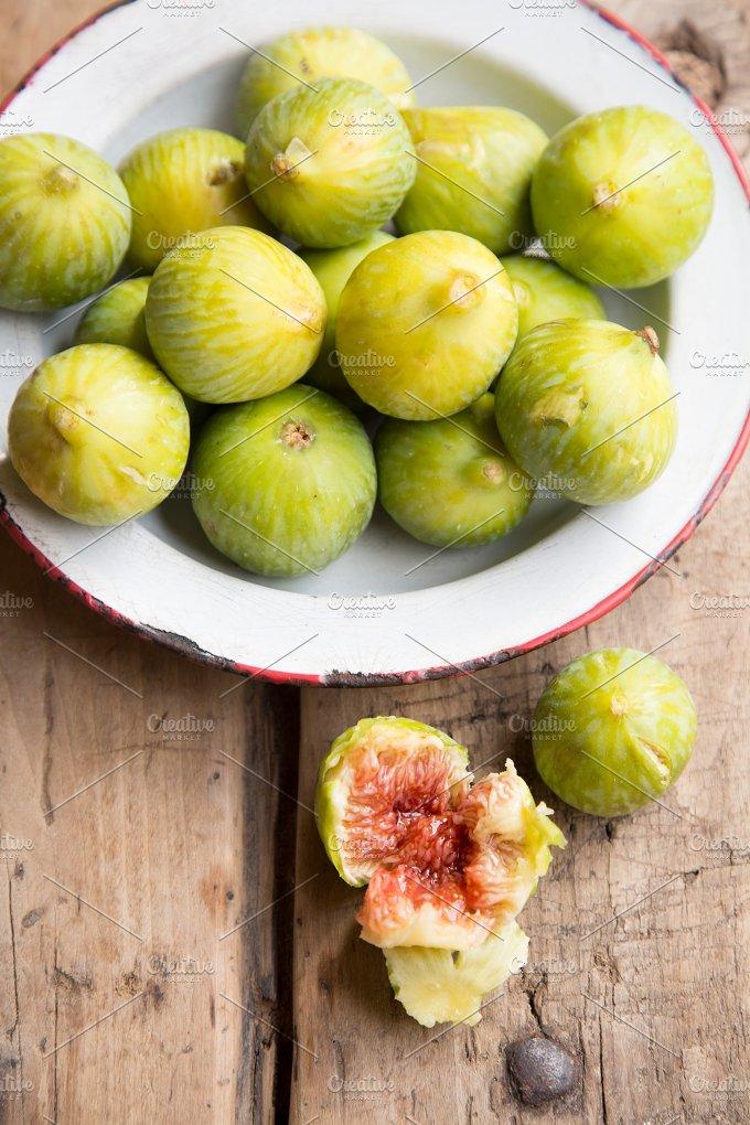 Ripe figs.jpg - Food & Drink