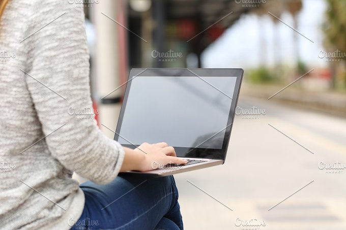 Entrepreneur working with a laptop in a train station.jpg - Technology