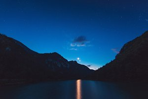 Starry night at the lake