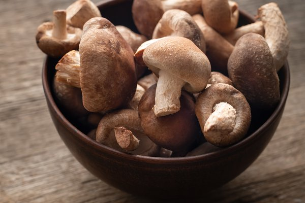 Food Images: Maryna K. Photography - Shiitake mushrooms on wooden table.