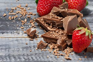 Chocolate with strawberry and mint