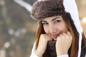 Beauty woman face portrait warmly clothed in winter.jpg