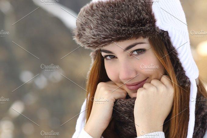 Beauty woman face portrait warmly clothed in winter.jpg - Beauty & Fashion