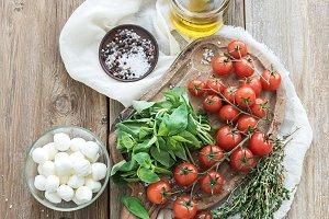 Basil, tomatoes, mozzarella & spices