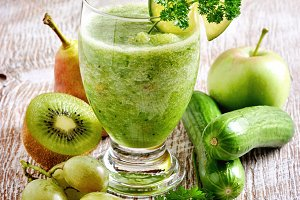 Refreshing green detox smoothie