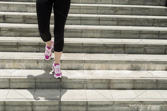 Woman running for a Marathon.jpg - Sports