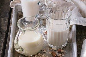 Set of non-dairy milk