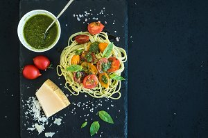 Spaghetti with pesto and tomatoes