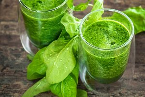 Fresh green spinach leaves smoothie