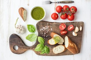 Pesto sauce, bread & cherry tomatoes