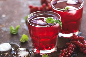 Red berry lemonade with ice and mint