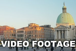 Timelapse of city life in Venice