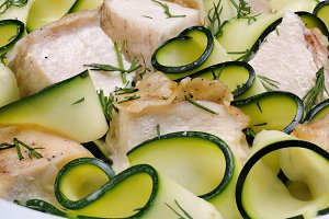 zucchini with slices of chicken
