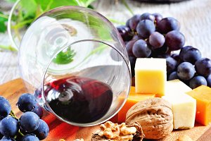 Red wine, fruits and cheese