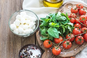 Basil, tomatoes, mozzarella and oil
