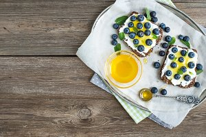 Blueberries and honey sandwiches