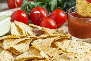 Nachos, tomato sauce, tomatoes